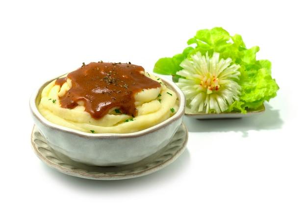 Purè di patate con salsa cremosa deliziosa decorazione contorno verdure intagliate sideview
