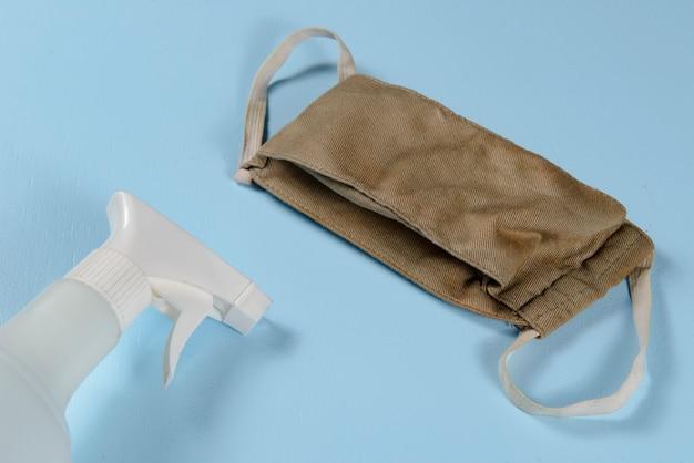 Maschera e alcool per prevenire la pandemia di coronavirus