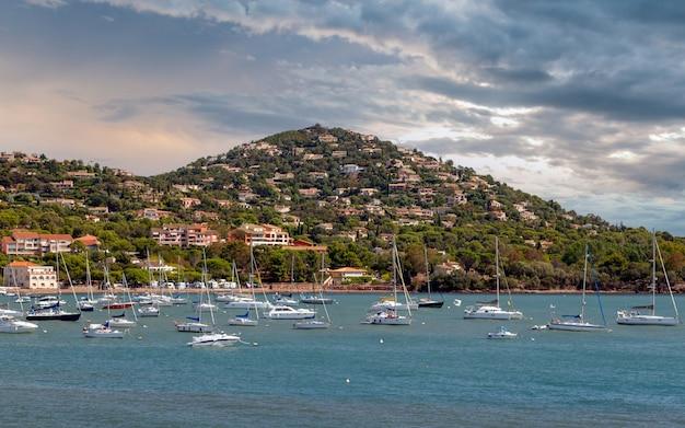 Massif de lesterel estelle montagne villaggio agay bay saintraphael provenza costa azzurra francia