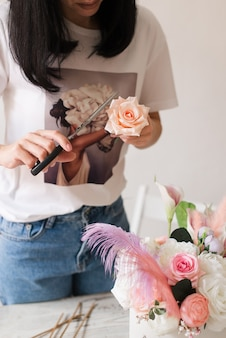 Master class sulla creazione di mazzi di fiori. bouquet estivo. imparare la disposizione dei fiori, creare bellissimi mazzi con le tue mani