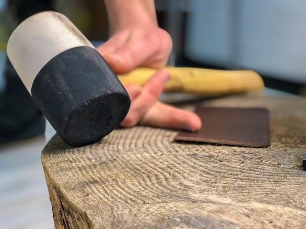 I prodotti in pelle master produce lavoro dalla pelle