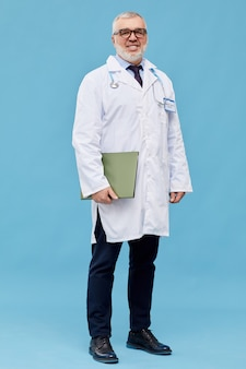 Medico generico maturo