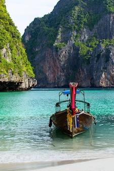 Isola di phi phi leh della baia di maya, krabi thailandia