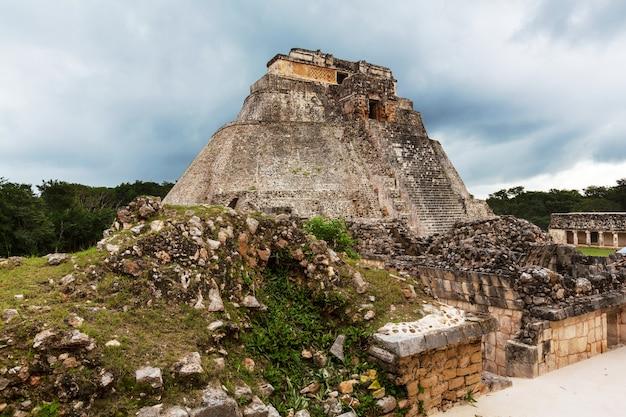 Piramide maya di uxmal, yucatan, messico
