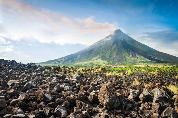 Vulcano mayon sull'isola di luzon nelle filippine