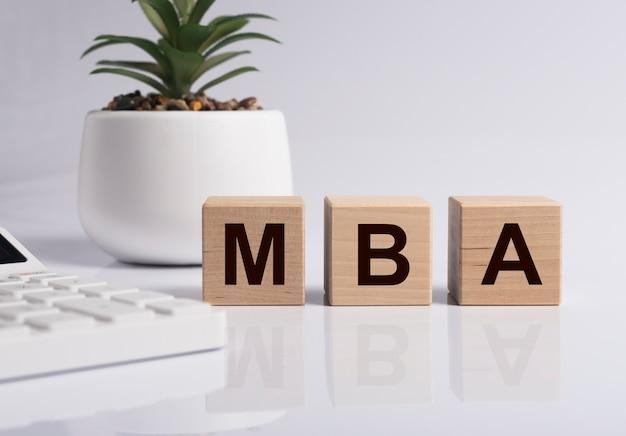 Iscrizione acronimo mba. master of business administration concept, istruzione. Foto Premium