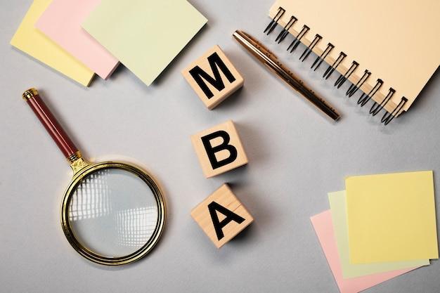 Mba acronimo di laurea magistrale in economia aziendale. concetto di educazione.