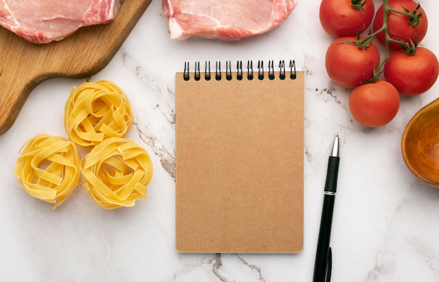 Blocco note per la pianificazione dei pasti e composizione degli alimenti