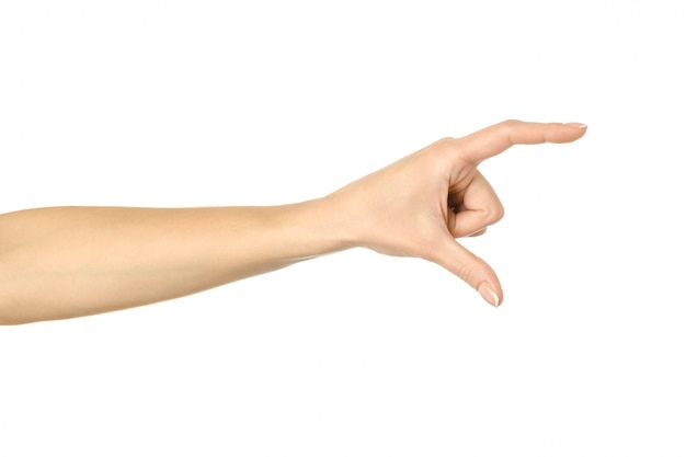 Misura di oggetti invisibili. gesturing della mano della donna isolato su bianco