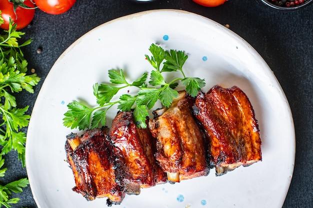 Spuntino di secondo piatto con salsa di spezie barbecue alla griglia