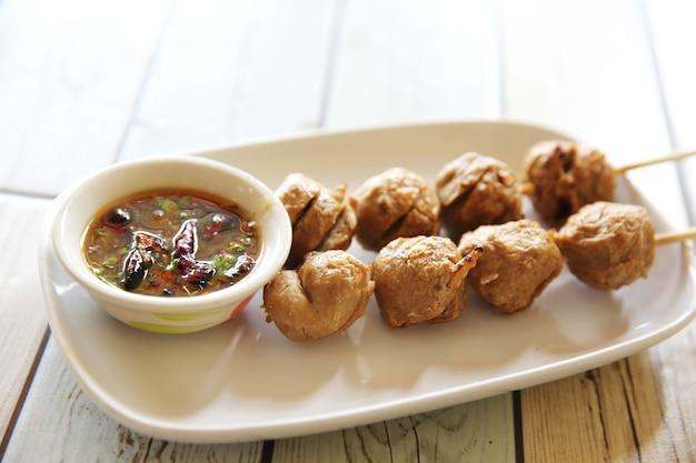 Polpette con salsa piccante tailandese