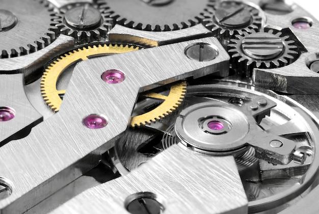 Meccanismo dell'orologio da vicino. macro di ingranaggi dell'orologio