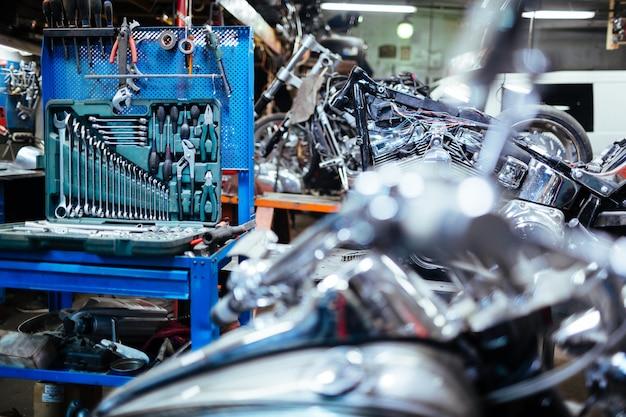 Strumenti meccanici preparati per lavori di riparazione