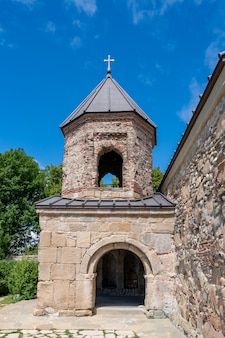 Chiesa ortodossa medievale zedazeni vicino a mtskheta, viaggio in georgia. religione