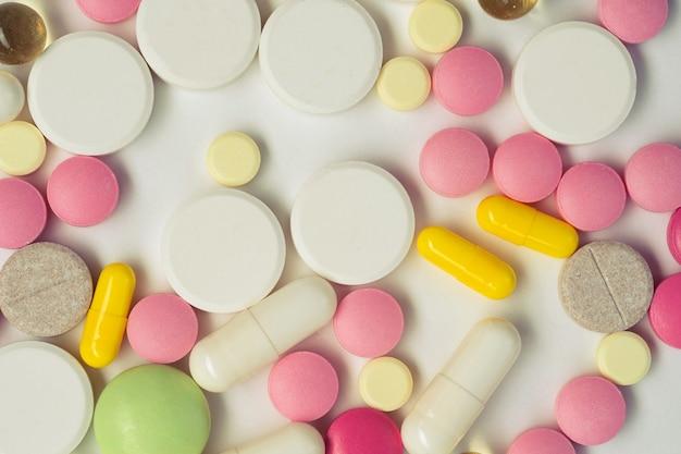 Sfondo medico con pillole e capsule