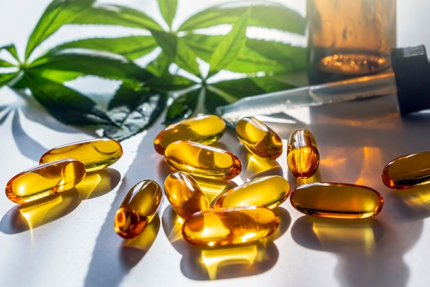 Foglie di cannabis medica, capsule e olio di cbd