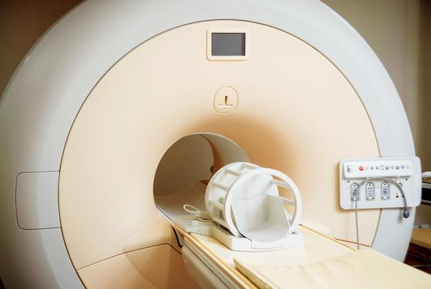 Attrezzature mediche sala di risonanza magnetica in ospedale. sfondo