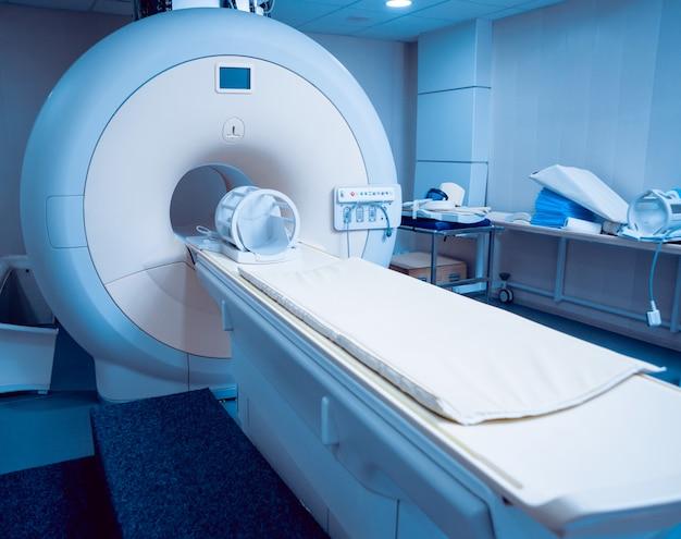 Attrezzature mediche sala di risonanza magnetica in ospedale.