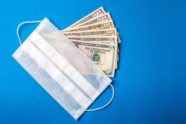 Visiera medica sul denaro americano. concetto di crisi finanziaria