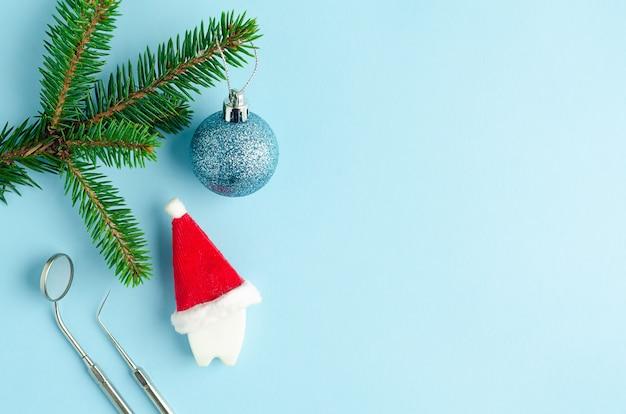 Strumenti medici e ornamenti natalizi