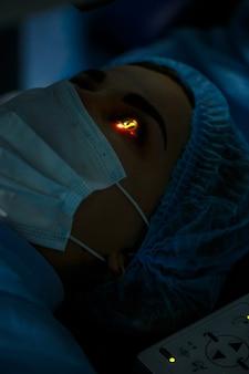Correzione dell'occhio laser medica. operazione dell'occhio della tecnologia medica.