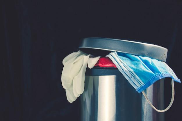 Rifiuti sanitari nel cestino