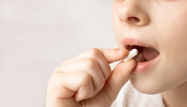 Farmaci, assunzione di medicinali da parte dei bambini, vitamine, antidolorifici, antibiotici