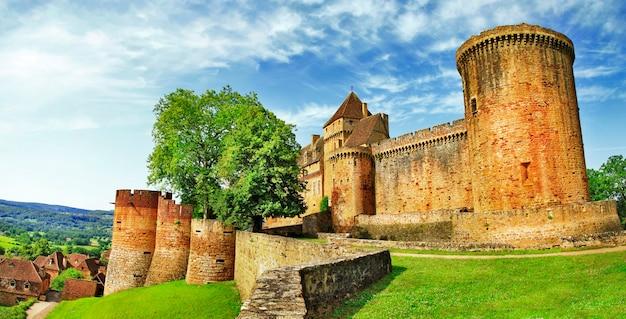 Castello medievale castelnau in bretenoux (dipartimento lot) francia