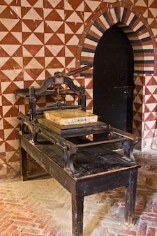 Stampa medievale, italia, castello di torino
