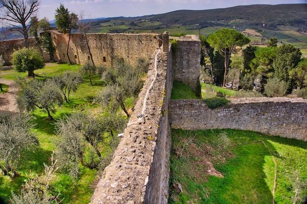 Architettura medievale della città di san gimignano in toscana, italia