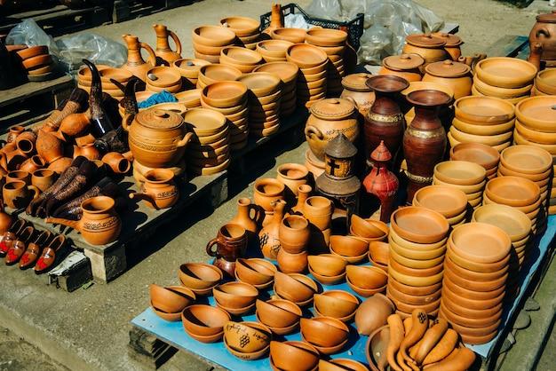 Brocche da vino grandi rustiche mediterranee in argilla.