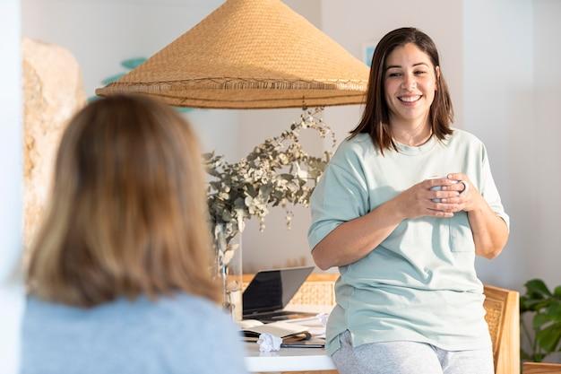 Conversazione delle donne del colpo medio