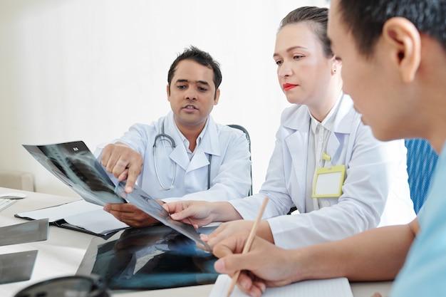 Riunione degli operatori sanitari