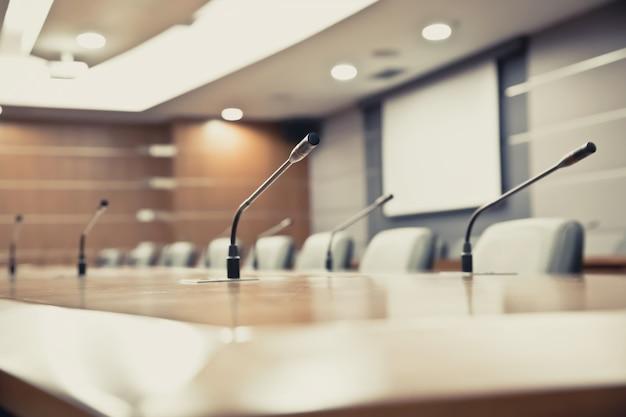 Sala riunioni con microfono professionale per riunioni.