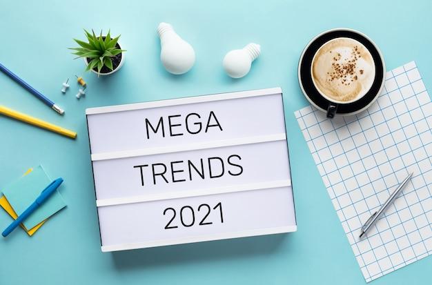 Mega tendenze dei concetti del 2021 con testo su lightbox.