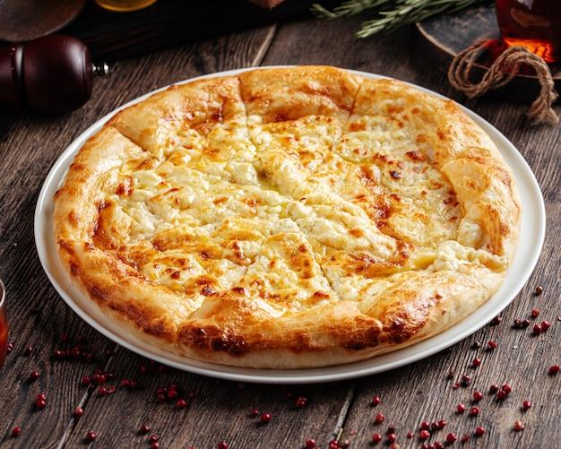 Focaccia al formaggio khachapuri megrelian