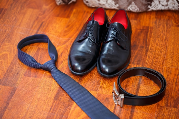 Accessori uomo scarpe, cintura, cravatta e gemelli