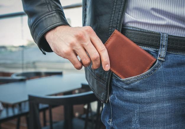Portafoglio da uomo in tasca
