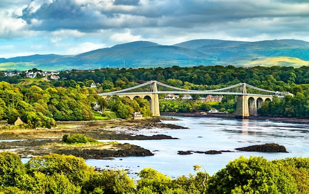 Menai suspension bridge in galles, gran bretagna