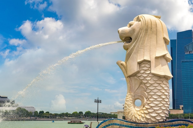 La statua fontana merlion - simbolo di singapore