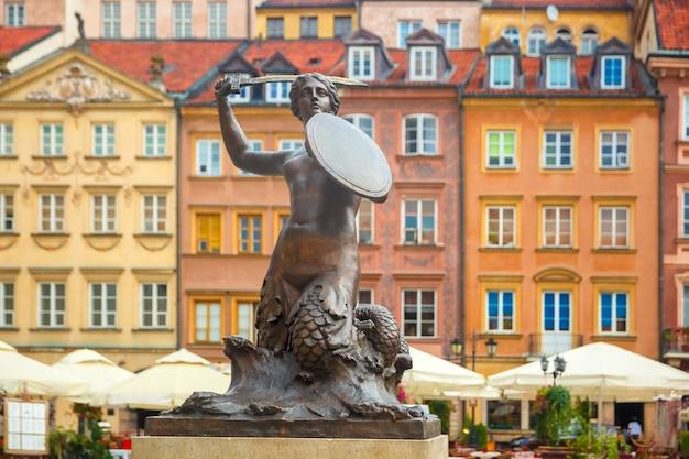 Sirena di varsavia in piazza del mercato, polonia.