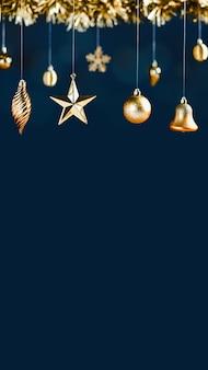 Buon natale decorazione stella dorata campana gingillo e orpelli su sfondo verticale blu di lusso navy.banner mockup spazio per la visualizzazione di prodotti o design per le vacanze invernali.rapporto 16:9