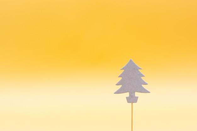 Buon natale e felice anno nuovo sfondo, decorazioni con albero di natale su sfondo beige