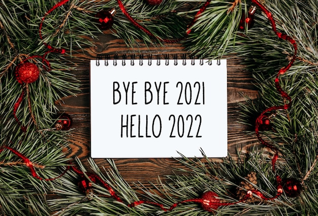 Buon natale e buon anno nuovo concetto con testo ciao ciao 2021 ciao 2022