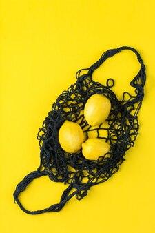Borsa a rete con limoni zero rifiuti senza plastica concept