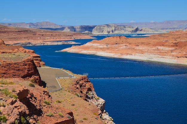 Vista affascinante del lago powell nello utah, usa