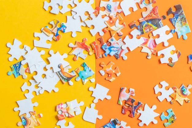 Disposizione del lat isolata pezzi sudici di puzzle