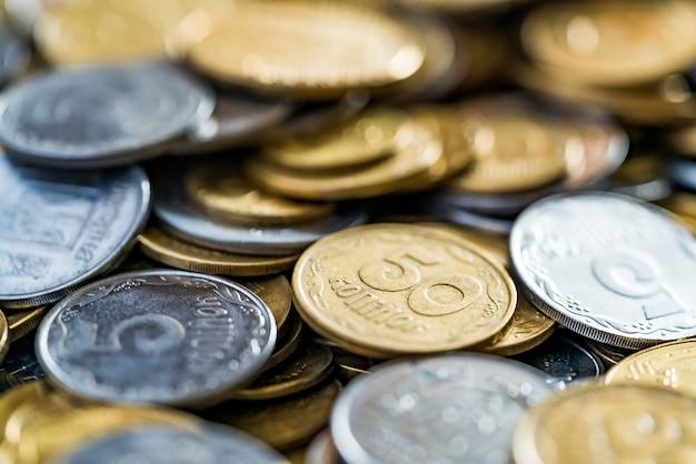 Monete metalliche, messa a fuoco selettiva.