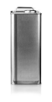 Contenitore in metallo per olio motore isolato su sfondo bianco
