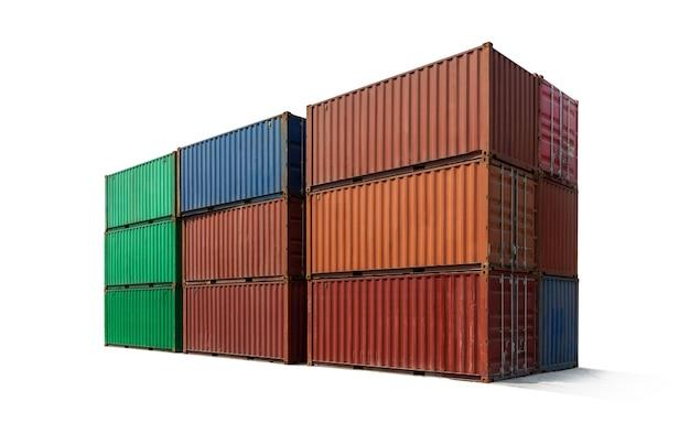 Contenitore di metallo che impila il carico per la spedizione isolato su sfondo bianco, importazione di esportazione di logistica concetto di affari.